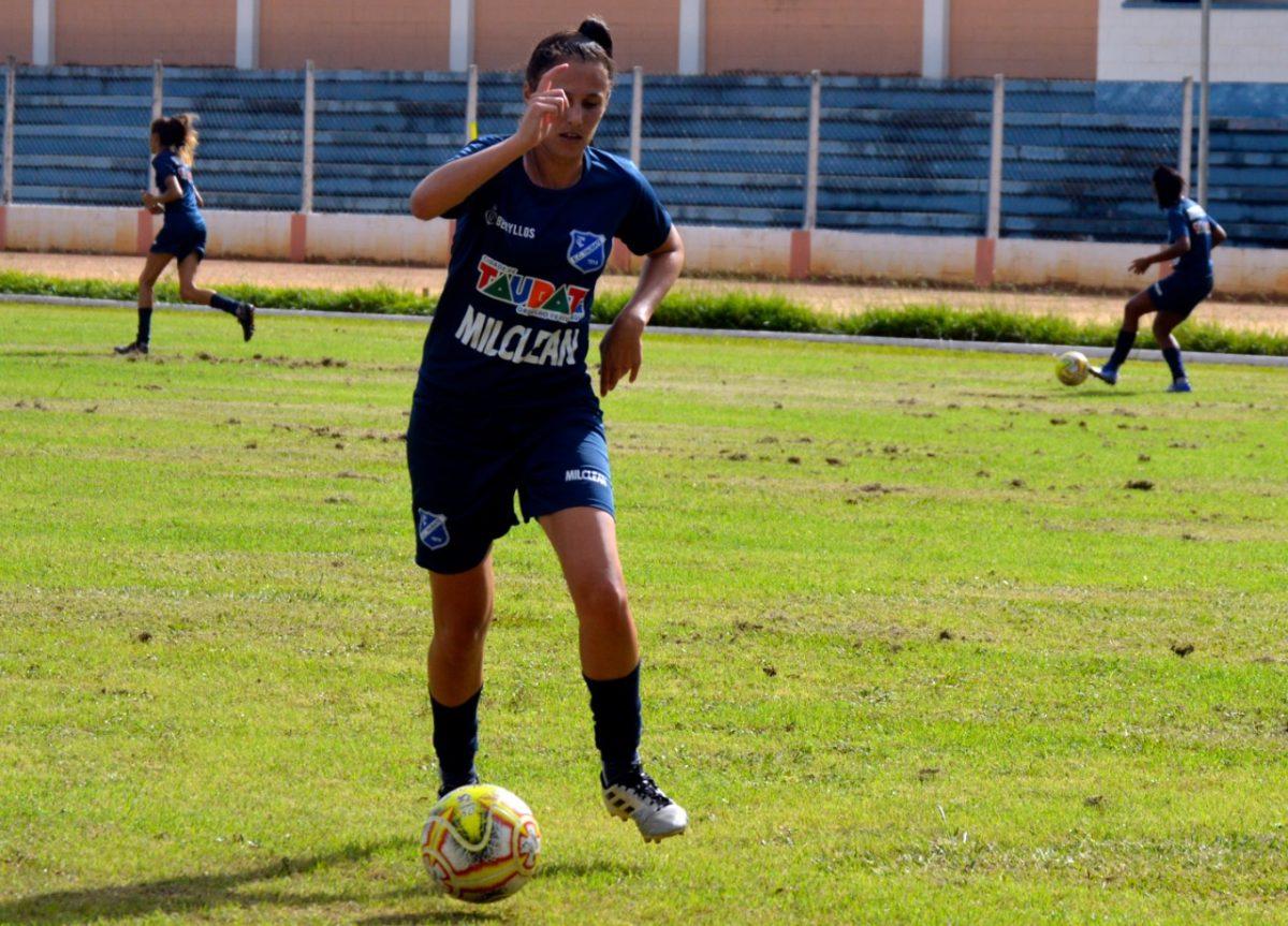 6ca87d05fc002 Lance de treino do time feminino do EC Taubaté. (Foto  Rafael Citro ECT)